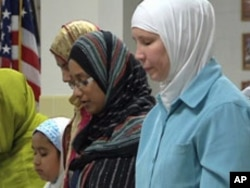 Muslim-Americans practice their faith and engage in prayer, Sep 2010