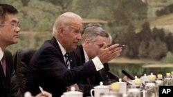 ຮອງປະທານາທິບໍດີສະຫະລັດທ່ານ Joe Biden ທີ່ພວມຢູ່ໃນລະຫວ່າງການຢ້ຽມຢາມຈີນ (19 ສິງຫາ 2011)