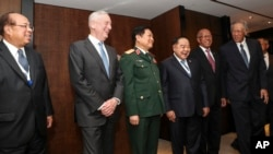 U.S. Defense Secretary Jim Mattis (2nd-L) laughs with Southeast Asian defense ministers after their meeting at the 17th International Institute for Strategic Studies (IISS) Shangri-la Dialogue. (AP Photo/Yong Teck Lim)