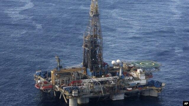 Cơ quan Năng lượng Quốc tế IEA nói 'nguy cơ chính trị có thể nhận thấy một cách rõ ràng' tại nhiều quốc gia sản xuất dầu đang làm tăng những quan ngại về khả năng gián đoạn việc sản xuất dầu.