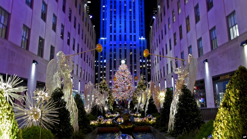 El Árbol de Navidad del Rockefeller Center en Nueva York fue iluminado el miércoles, 28 de noviembre de 2018.