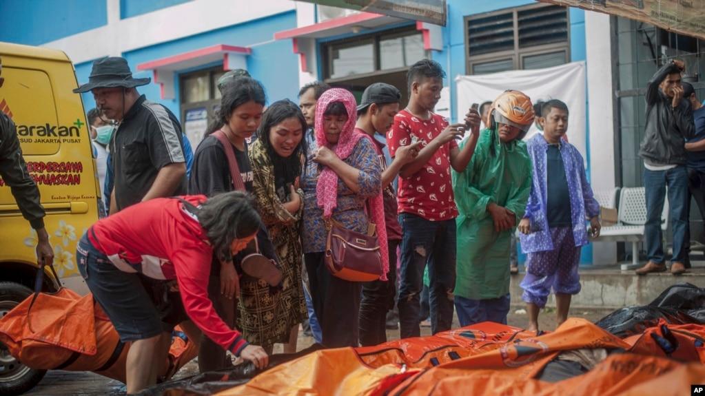 Tsunami deja 222 muertos y 843 heridos en Indonesia