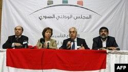 (Soldan sağa) Ahmed Ramadan, Bassma Kodmani, Abdülbasit Sayda ve İmad Aldin Raşid