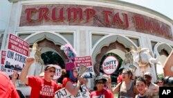 El hotel y casino Trump Taj Mahal fue inaugurado por Donald Trump en 1990.