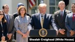 Presiden AS Donald Trump berbicara mengenai sistem layanan kesehatan di Gedung Putih (foto: dok).