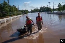طوفانی سیلابوں سے درجنوں آبادیاں ڈوب گئیں۔ 7 ستمبر 2021
