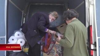 Cụ bà 80 tuổi tình nguyện tham gia chống dịch Covid