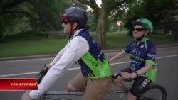 Xe đạp đôi cho người khiếm thị