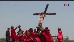 Đóng đinh bản thân lên thập tự giá đón Lễ Phục sinh