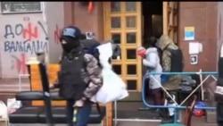 2014-02-16 美國之音視頻新聞: 烏克蘭反政府抗議者撤出市政廳
