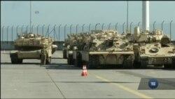 У Польщі готуються транспортувати війcьковy техніку США на східні кордони у відповідь на агресію Росії в Україні. Відео