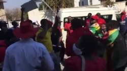 Zimbabweans Gather at Embassy in South Africa to Protest Against Corruption
