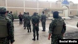 تصویری از حضور نیروهای یگان ویژه مقابل زندان مرکزی اهواز