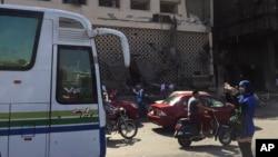 Sur le site d'un accident de voiture devant l'Institut national du cancer au Caire, en Égypte, lundi 5 août 2019. (archives)