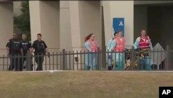 Foto dari video yang dirilis WEAR-TV tampak petugas gawat darurat menyusul insiden penembakan di Pangkalan AL Amerika Serikat di Pensacola, Florida, 6 Desember 2019.