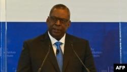 Menteri Pertahanan AS Lloyd Austin berbicara di Singapura, Selasa (27/7).