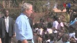 Eski Başkan Bush Kendini Gönüllü İşlere Adadı