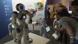 Науковці у США хочуть навчити роботів думати самотужки. Відео