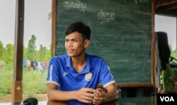 Tak Saroum, 25, teaches grade 5 students at Sre Andong Pi Primary School along with his wife, Soeun Sreynith, in Samlout district, Battambang province, Cambodia, on June 17, 2020. (Hean Socheata/VOA Khmer)