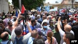 Predsjednik Kube Diaz-Kanel, u sredini, viđen tokom protesta građana koji zahtijevaju poboljšanja u zemlji, u San Antoniju de los Banos, Kuba, 11. juli 2021.
