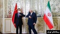 حتی زبان بدن جواد ظریف در دیدار با همتای چینی مورد انتقاد قرار گرفته است