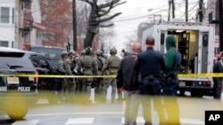 Policija na mestu zločina u Džersi Sitiju (Foto: AP)