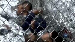 Сотні дітей мігрантів залишаються у тимчасових наметах на кордоні США з Мексикою. Відео