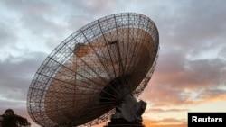 ກ້ອງສ່ອງທາງໄກວິທະຍຸຂອງອອສເຕຣເລຍທີ່ມີບົດບາດສຳຄັນໃນການຖ່າຍທອດທາງໂທລະພາບການລົງຈອດຍານອະວະກາດອະພອລໂລ 11 ໃນປີ 1969 ເທິງດວງຈັນຕັ້ງຢູ່ຫໍຊົມດາວ Parkes Observatory ໃນເມືອງ Parkes ຂອງອອສເຕຣເລຍ, ວັນທີ 15 ກໍລະກົດ, 2019