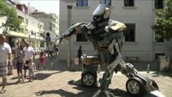 Gigantescos robots invitan a reciclar