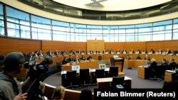 Les juges du Tribunal international du droit de la mer (TIDM) siègent lors d'une audience à Hambourg, le 6 novembre 2013. (Photo: REUTERS/Fabian Bimmer)