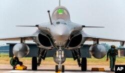 지난 7월 인도의 암발라 공군기지에 프랑스에서 도입한 라팔(Rafale) 전투기가 도착했다.