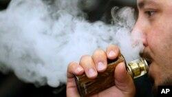 Tvrdnje o manjoj štetnosti e-cigareta od običnih nisu dokazane, kažu stručnjaci u Svetskoj zdravstvenoj organizaciji