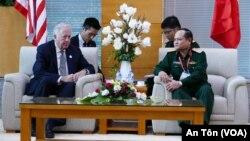 Thứ trưởng Ngoại giao Mỹ Shannon gặp Phó tổng Tham mưu trưởng QĐND VN Nguyễn Phương Nam, Đà Nẵng, 9/11/2017