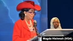 Federica Wilson 'yar majalisar wakilan Amurka da ta sanya jajayen kaya daga kanta har takalminta domin tunawa da 'yan matan Chibok