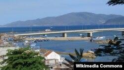 Cầu Trần Phú bắc qua sông Cái, Nha Trang.