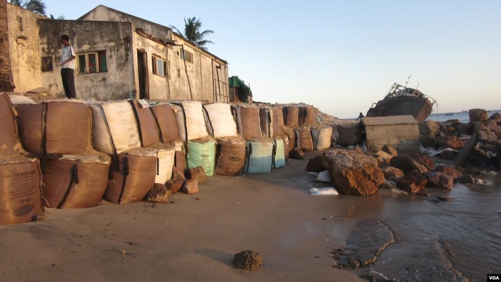 Erosão na Praia Nova