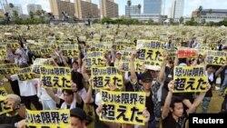 沖繩民眾抗議美軍駐兵該地資料照