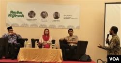 Dari kiri ke kanan: Anggota PP Muhammadiyah Hajriyanto Y Thohari, Yenny Wahid, Ketua Umum PB HMI M Arief Rosyid saat berdiskusi di Hotel Maxone Jakarta, Rabu (20/2). (Foto: VOA/Ahmad Bhagaskoro)