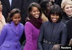 Мишель Обама с дочерьми Сашей и Малией