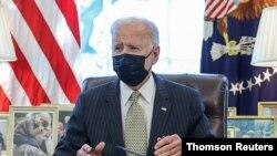 Tổng thống Joe Biden ký ban hành Chương trình Bảo vệ Tiền lương dành cho các doanh nghiệp chật vật vì COVID.