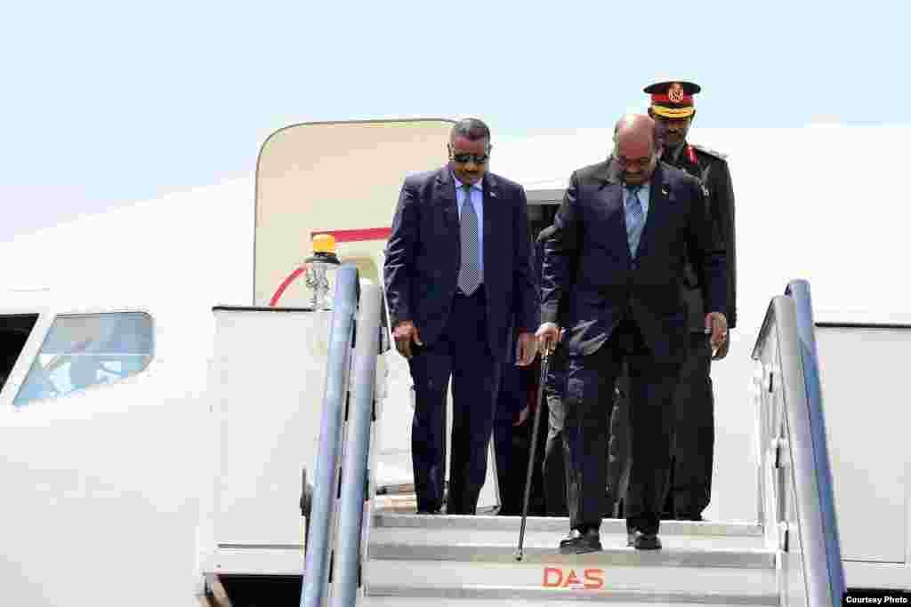 Rais Omar Al Bashir akiwasili Entebee kuanza ziara rasmi Uganda
