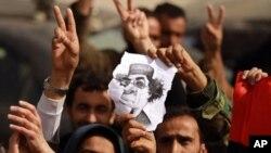 가다피 퇴진을 요구하는 리비아 시위대
