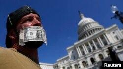 Sekitar 800.000 pegawai negeri sipil Amerika dirumahkan atau bekerja tanpa kepastian gaji.