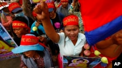 Villagers from the Boeung Kak lake community shout slogans during a protest rally in Phnom Penh, file photo.