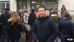 ທ້າວອືຍັງ ໜໍຕູ້ ນັກສຶກສາ ສປປ ລາວ ຝ່າຍວິສະວະກຳໂຍທາ ທີ່ ສະຖາບັນ Institute Universite de Techonology (IUTI) ທີ່ນະຄອນ Grenoble ປະເທດຝຣັ່ງ.