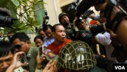 FILE - Jailed Opposition Party Lawmaker Um Sam An, who was charged with incitement in April over comments he made about the border with Vietnam, at Appeal Court on Tuesday 17th , May 2016. (Leng Len/VOA Khmer)