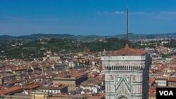 Menara Katedral Florence karya seniman Renaissance Italia, Giotto.