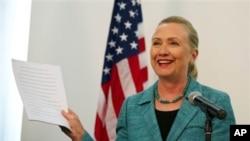 ທ່ານນາງ Hillary Clinton ຢ້ຽມຢາມຕີມໍຕາເວັນອອກ