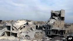 Nhà cửa bị phá hủy trong một cuộc không kích của chính phủ Syria vào khu vực Marjeh ở thành phố phía bắc Aleppo, ngày 11/4/2013.