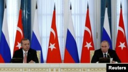 Russian President Vladimir Putin and Turkish President Tayyip Erdogan attend a news conference following their meeting in St. Petersburg, Russia, August 9, 2016. REUTERS/Sergei Karpukhin